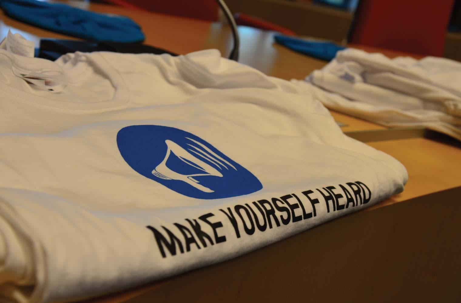 opgevouwen Make Yourself Heard T-Shirt